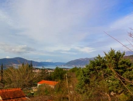 KVC002 - Large plot in Kavac with sea views