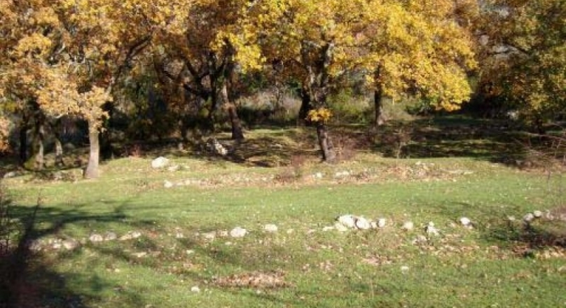 KVC004 - Large plot with gentle slope in Kavac with sea views
